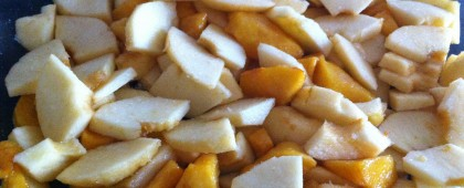 Sweetened fruit - peaches and apples