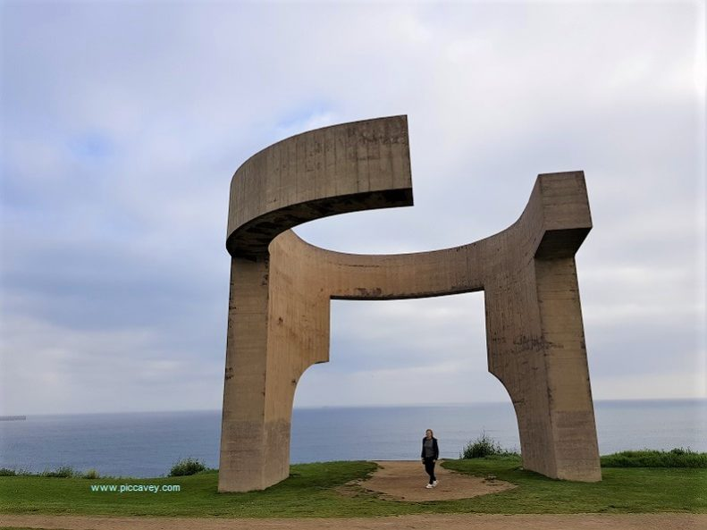Elogio del Horizonte Gijon Sculpture in Spain.jpg