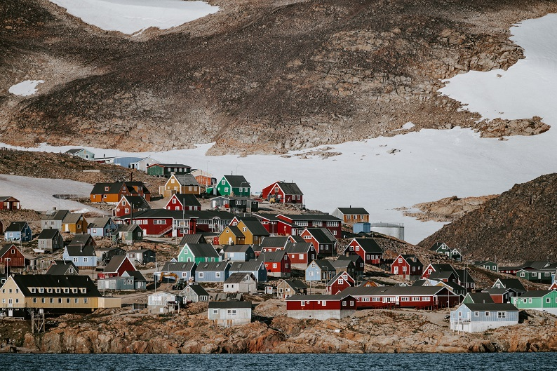 Solo Travel Greenland by annie-spratt-ynDYB8bfRlE-unsplash