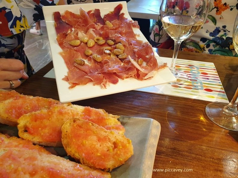 Ham and almonds tapas plate