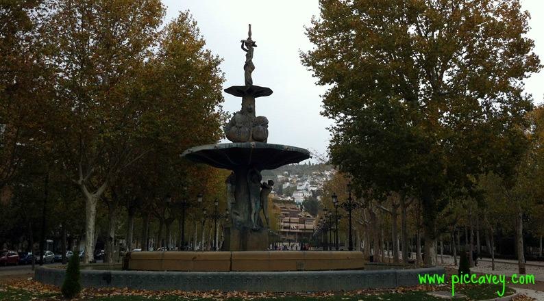 Paseo del Salon Escapada a Granada