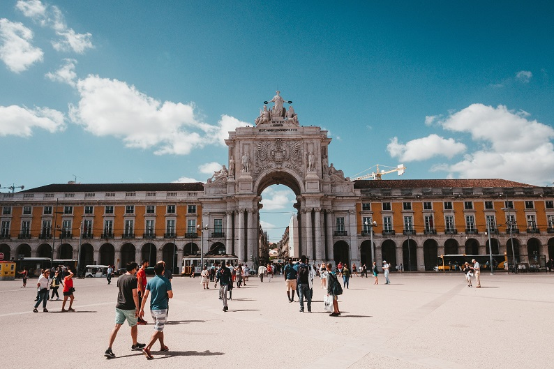 Praca de Comercio Lisbon by Claudio Schwarz Purzlbaum on Unsplash