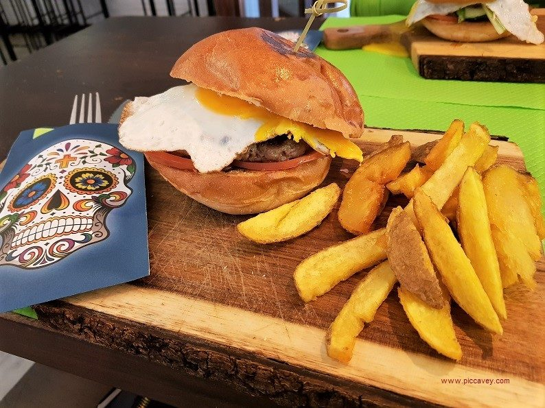 Pura Vida Burger Drinks Granada local restaurants
