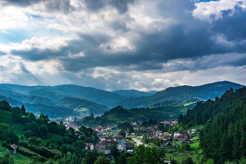Solo Travel Romania bogdan-lapadus-Z64bzMrSiy0-unsplash.j