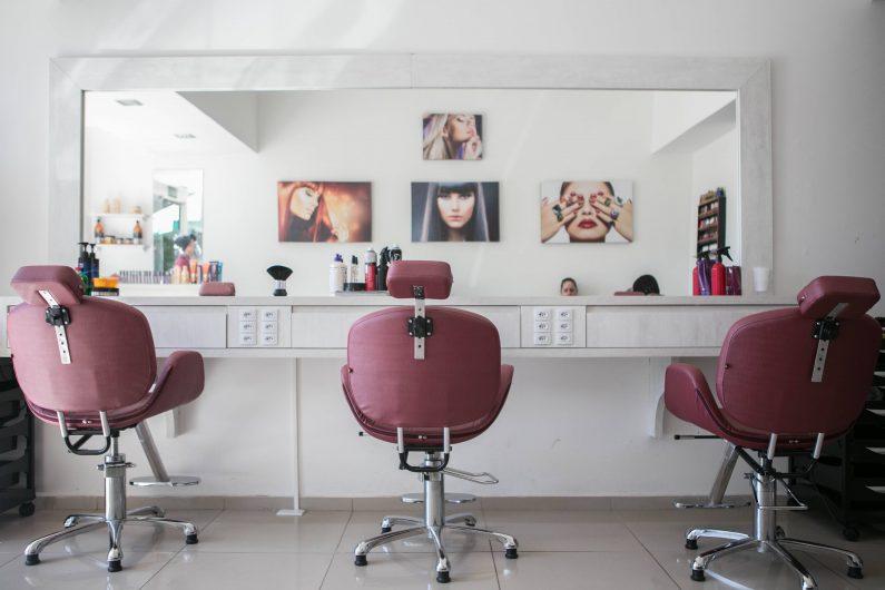 Hairdresser guilherme-petri-PtOfbGkU3uI-unsplash-min