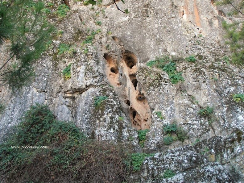 caves in Pinar Granada by piccavey
