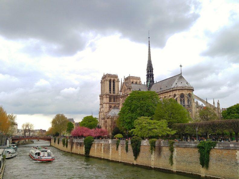 seondol-son-River Seine Paris France UNESCO Sites